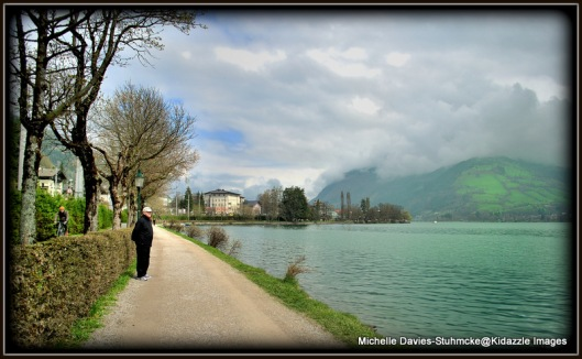 Walking beside the lake in Zell Am See